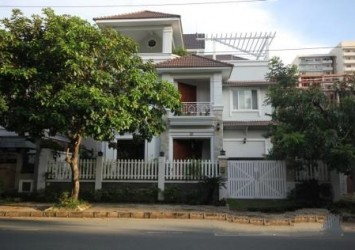 Luxury Villa in Phu My Hung for Rent in Dist 7