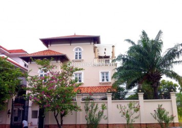 Villa Thao Dien 500 sqm for rent on Nguyen Van Huong str with garden and nice pool