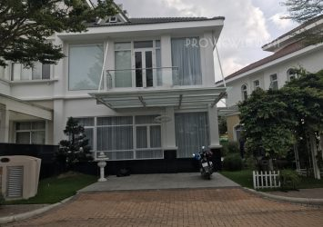 Chateau villa for rent in Phu My Hung District 7 good price area of 225sqm