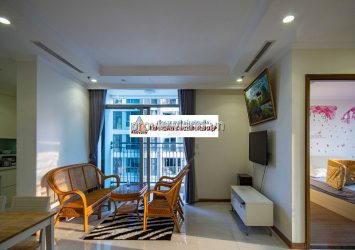 Vinhomes Central Park apartment on the middle floor for rent with fully furnished